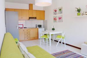 A kitchen or kitchenette at Douro Apartments - Ribeira