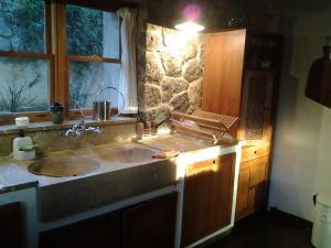 A bathroom at Villa Dos Pins