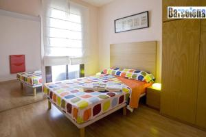 A bed or beds in a room at Barcelona Centric Apartment