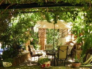 Een restaurant of ander eetgelegenheid bij Clio apartments