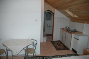 A kitchen or kitchenette at Apartment Latinovic