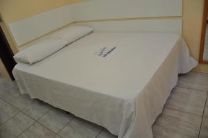 A bed or beds in a room at Apart Hotel Universitário