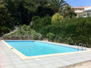 Der Swimmingpool an oder in der Nähe von Les Argonautes