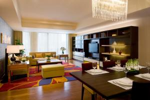 A seating area at The Sandalwood Beijing Marriott Executive Apartments