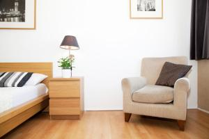 A seating area at South Bank Níké Apartments