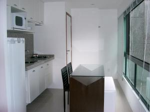 A kitchen or kitchenette at Apartamento Beira Mar