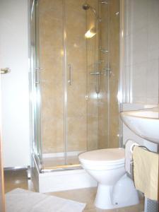 A bathroom at Ferienwohnung Erika