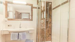 A bathroom at Haus Tyrol