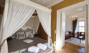 A bed or beds in a room at Schloß Schönbrunn Grand Suite