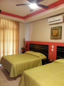 A bed or beds in a room at Hotel y Suites Los Encantos