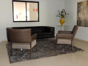 A seating area at Apartamento Maceió Brasil