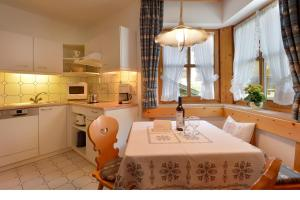 A kitchen or kitchenette at Haus Gaisberger