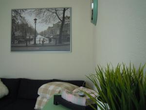 A seating area at Zaandam Apartment