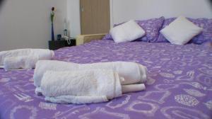 Krevet ili kreveti u jedinici u objektu Alma's 34 Studio Apartment