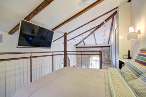 A television and/or entertainment center at Best Location Historic Boutique Apartment