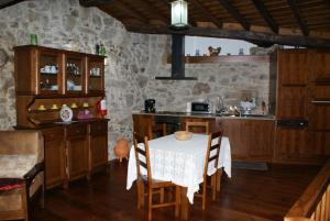 A kitchen or kitchenette at Casa Real Danaia
