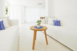 A seating area at Villa Melina
