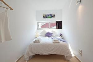 A bed or beds in a room at Charmsuites Paralel