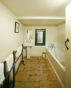 A bathroom at Castletown Round House