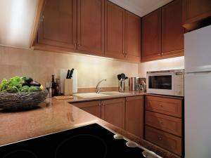 ครัวหรือมุมครัวของ Shangri-La Apartments