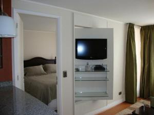 Una televisión o centro de entretenimiento en MG Apartments Providencia