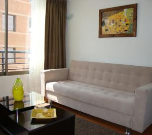 Uma área de estar em MG Apartments Providencia