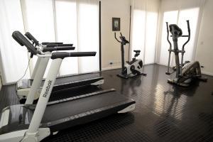 Fitnesa centrs un/vai fitnesa iespējas naktsmītnē IQ Callao By Temporary Apartments