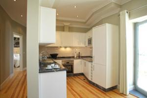 Una cocina o zona de cocina en The Docks Apartments