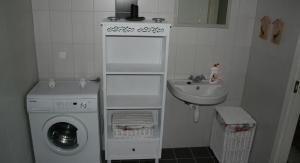 A bathroom at Kotkapoja Residence