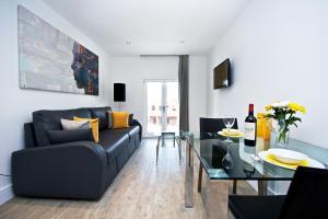 A seating area at Staycity Aparthotels Deptford Bridge Station