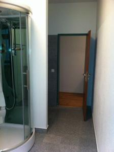 A bathroom at Appartment München Isartor