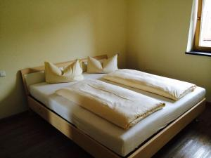 A bed or beds in a room at Apartments Clara