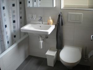 A bathroom at Parsennresidenz