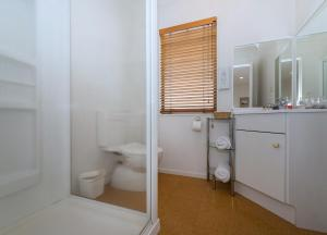 A bathroom at East West Studio Apartments