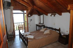 A bed or beds in a room at Arpyia