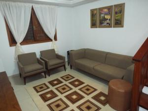 Seating area sa Sobrado House