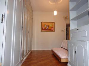 Uma área de estar em Duvivier Apartment