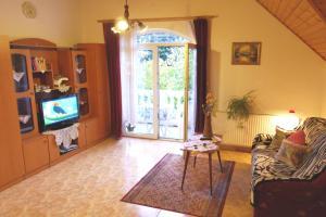 TV a/nebo společenská místnost v ubytování Joker Villa Apartmanhaus