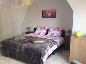 A bed or beds in a room at Holiday Home 't Beertje