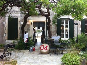 Eine Fassade oder ein Eingang zu Le Mole