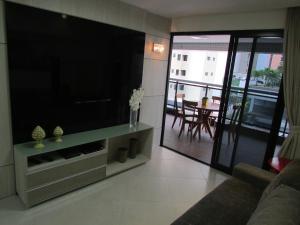 A television and/or entertainment centre at Apartamentos Landscape