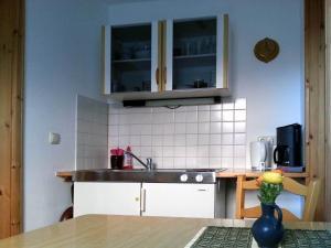 A kitchen or kitchenette at Ferienwohnung Wenzlaff
