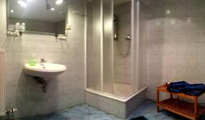 A bathroom at Ferienwohnung Wenzlaff