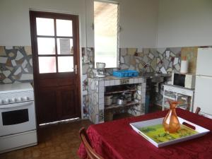 A kitchen or kitchenette at Gîte Le Verger