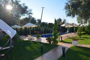 The swimming pool at or close to Vila Florika Hotel