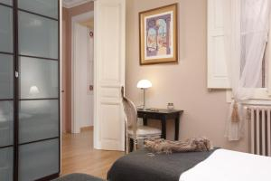 A bed or beds in a room at LetsGo Gran Via City Center