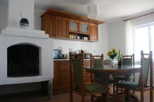 Кухня или кухненски бокс в Вила Санаан