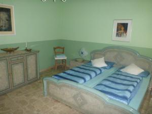 A bed or beds in a room at Casa Bianca Grande