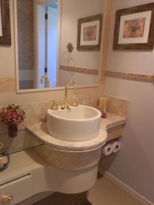 A bathroom at Holiday Home Peninsula Salto