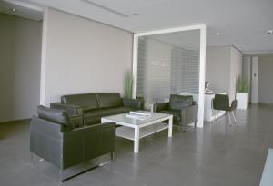 A seating area at Rafa Hotel Apart